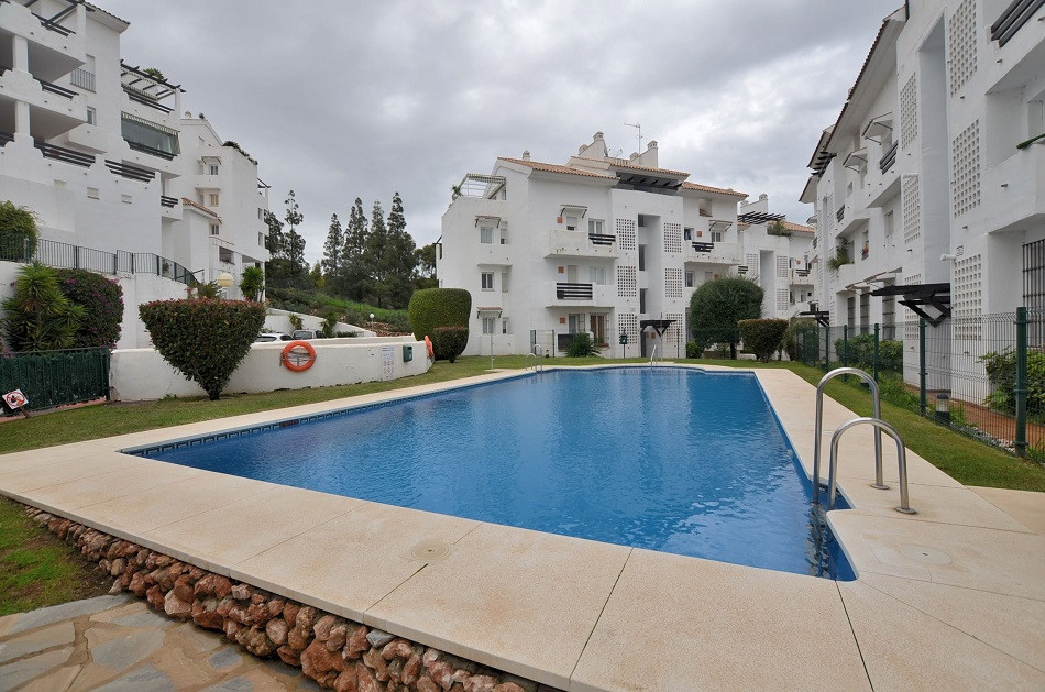 DRASTIC REDUCTION FROM 240.000 € to 195.000 € FOR A QUICK SALE! Fantastic 2 bed apartment located in, Spain