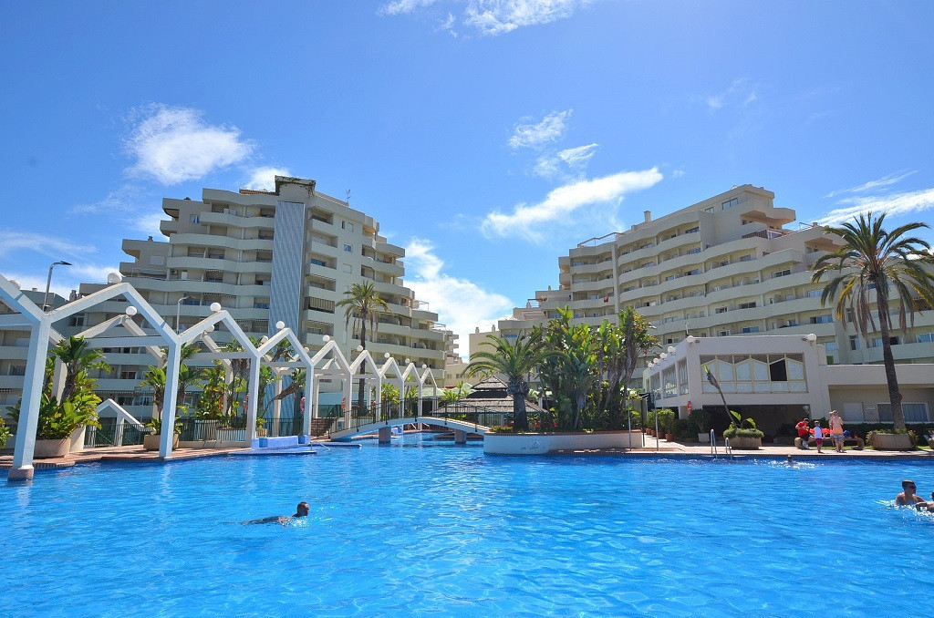 APARTMENT CLOSE TO THE BEACH! Located in the famous Benal Beach complex in Benalmadena Costa, in the, Spain