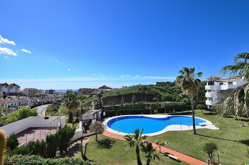 JUST REDUCED FROM 279.000 € to 249.000 €!  CORNER APARTMENT WITH AMAZING VIEWS located in Benalmaden, Spain