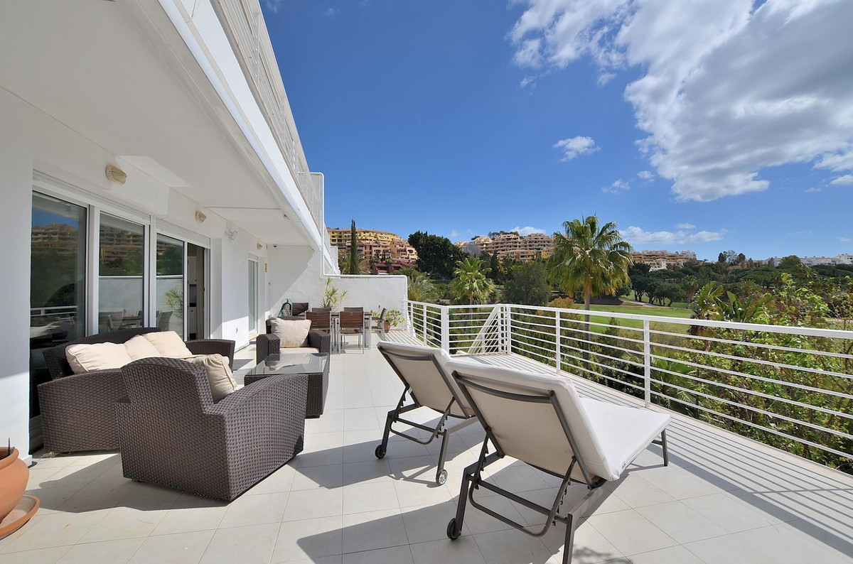 FANTASTIC CORNER DUPLEX PROPERTY WITH WONDERFUL VIEWS AND LARGE TERRACES located in Torrequebrada (B, Spain