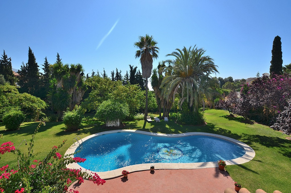 RARE OPPORTUNITY TO GET AN INCREDIBLE INVESTMENT PURCHASE!  3 PLOTS with one built villa in one of t, Spain