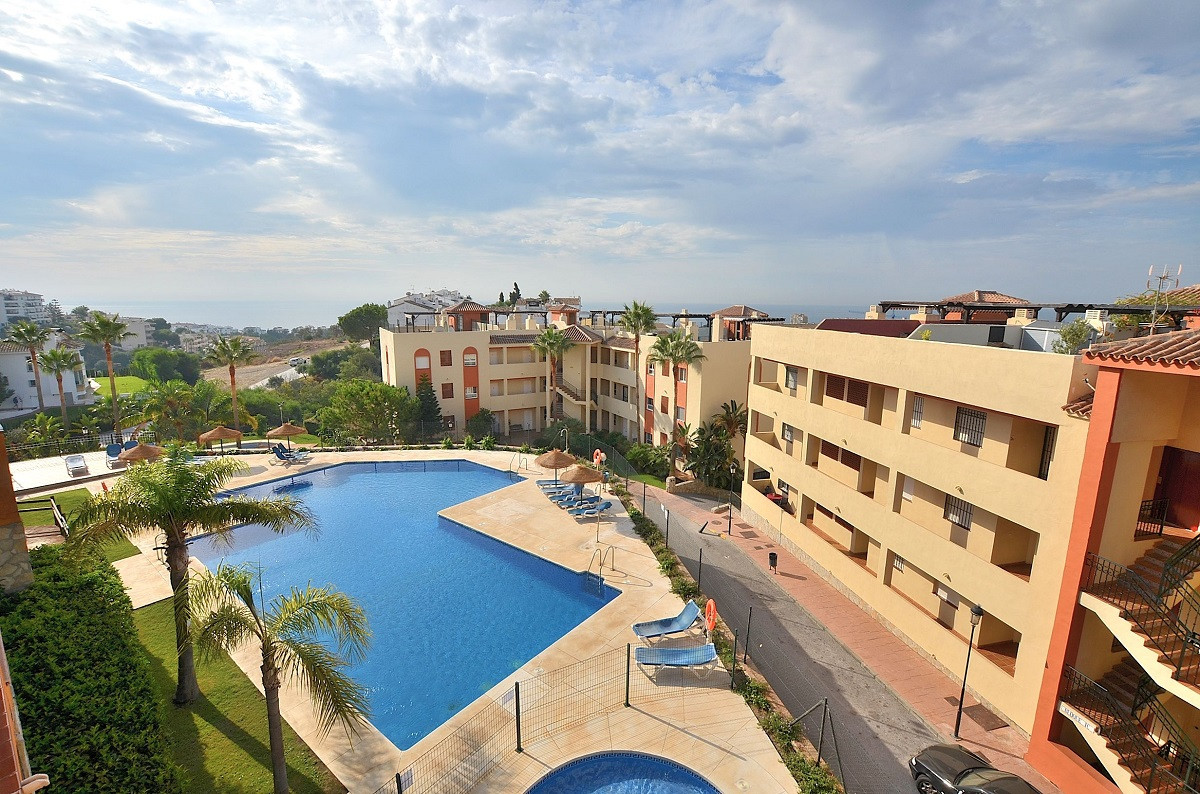 JUST REDUCED FROM 179.000 € to 159.000 €!  NICE CORNER APARTMENT WITH BEAUTIFUL SEA VIEWS located in,Spain