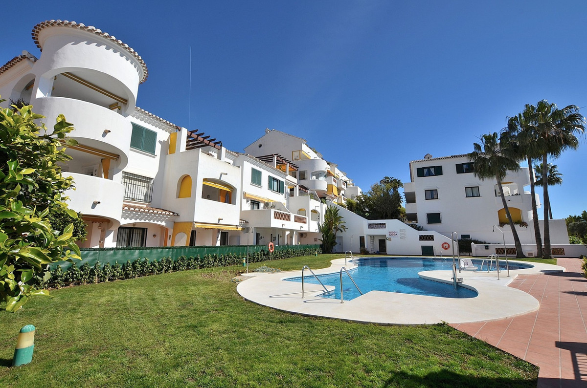 WONDERFUL TOP FLOOR APARTMENT located in Benalmadena Costa, in the famous Parque de la Paloma. Andal, Spain