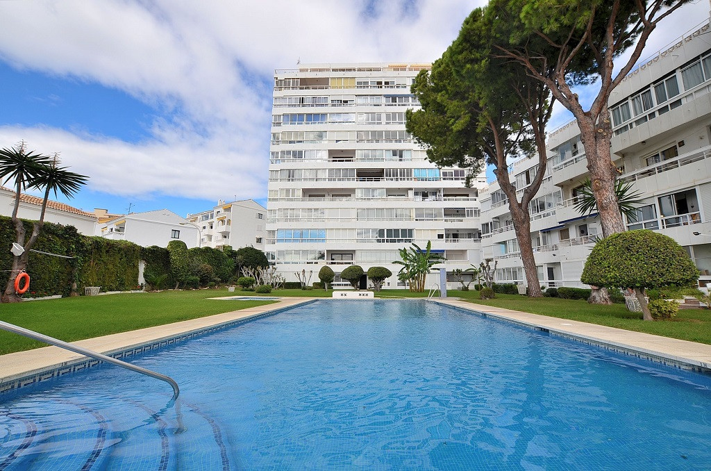OPPORTUNITY to purchase 2 STUDIOS NOW CONVERTED INTO 1 BED APARTMENT with facility to convert again ,Spain