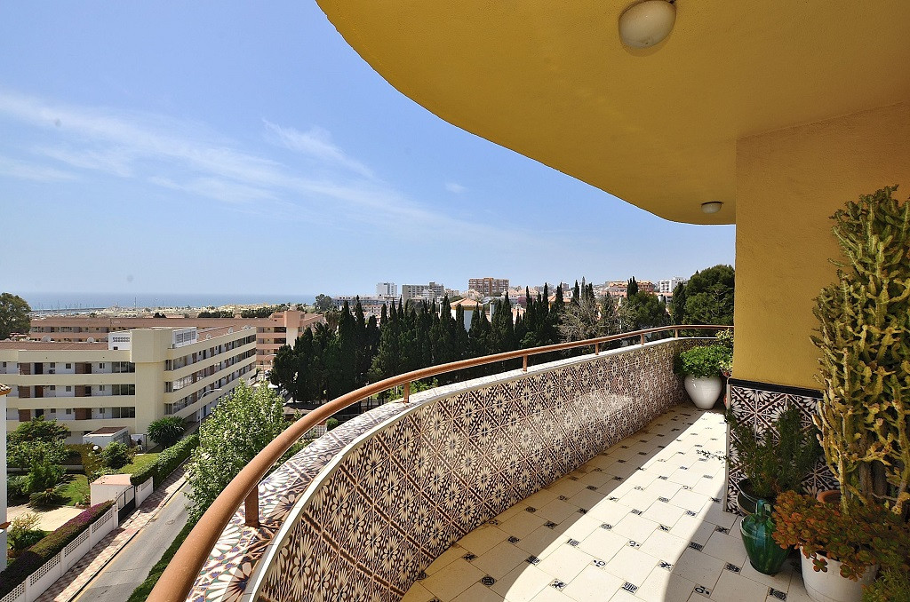FANTASTIC CORNER APARTMENT WITH NICE SEA VIEWS located in La Carihuela (Torremolinos), at only 350 m, Spain