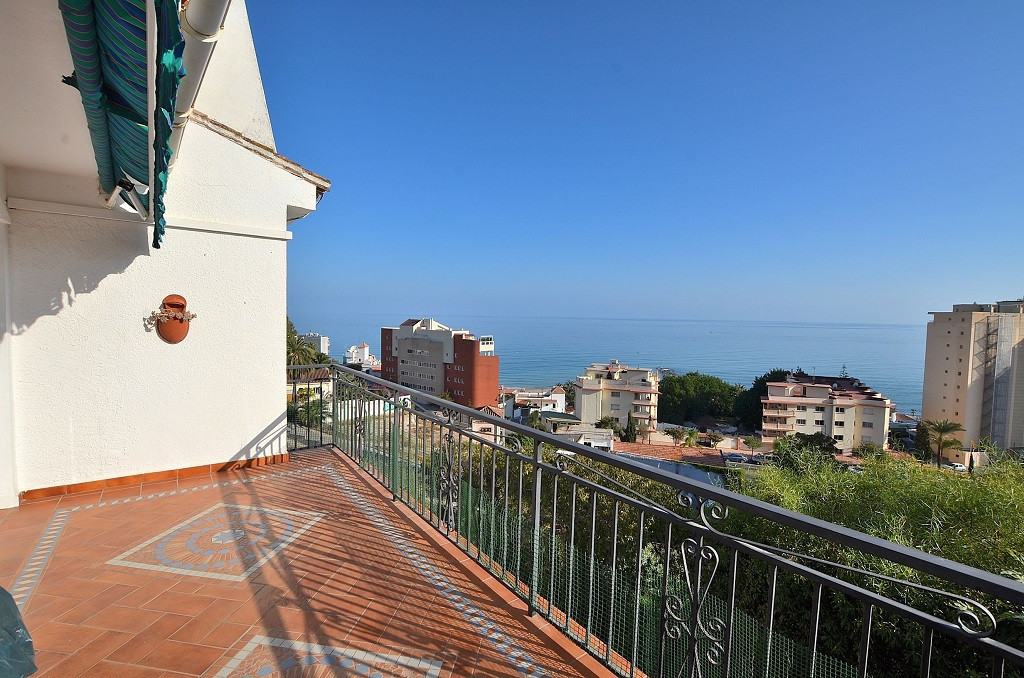 NICE VILLA WITH SEA VIEWS located in the lower area of Torreblanca (Fuengirola). 2 floors villa + st, Spain