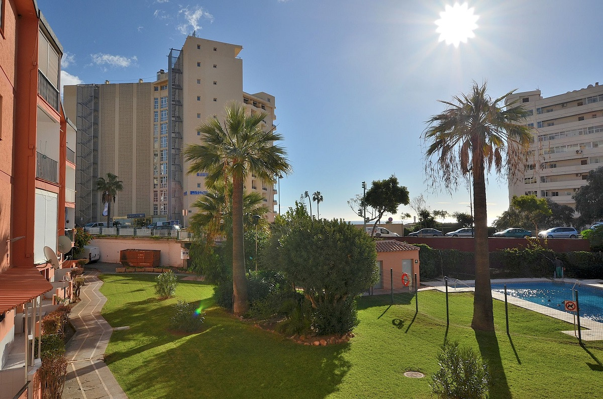 WONDERFUL FULLY RENOVATED APARTMENT located in lower Torreblanca area (Fuengirola), at only 150 mts ,Spain