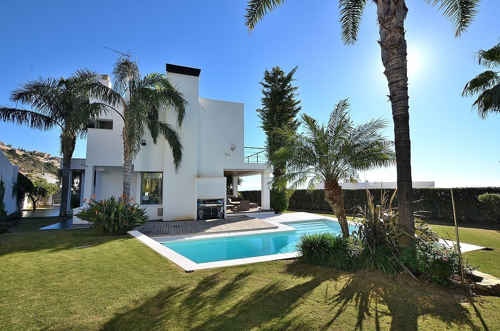 Villa for sale in Benalmádena - Costa del Sol