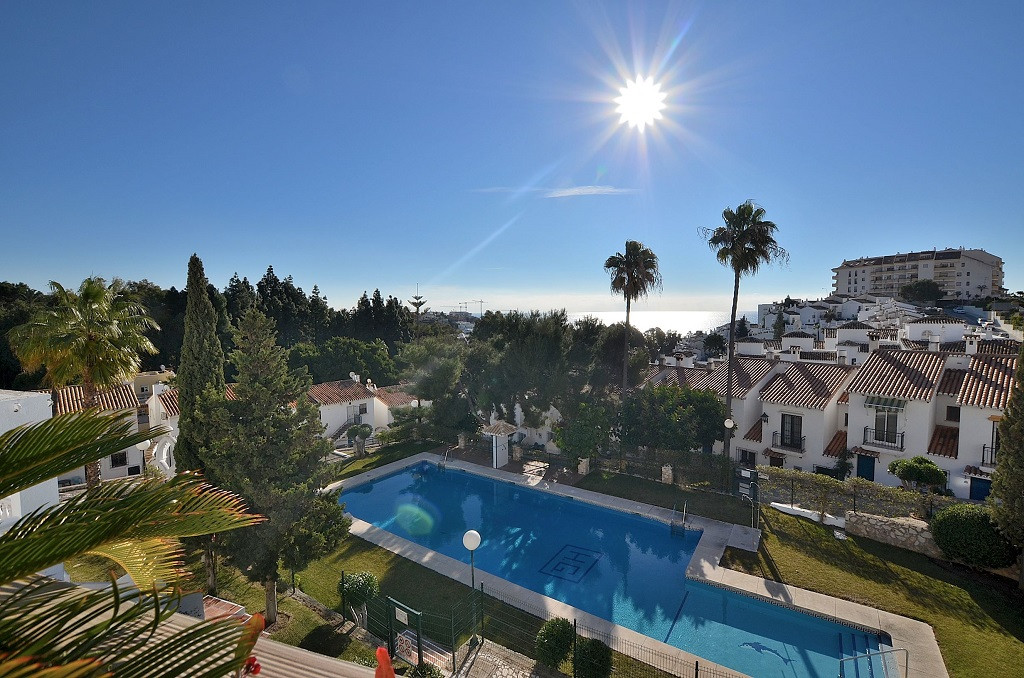 FULLY RENOVATED TOWNHOUSE WITH NICE SEA VIEWS located in Torrequebrada (Benalmadena Costa), just 500,Spain