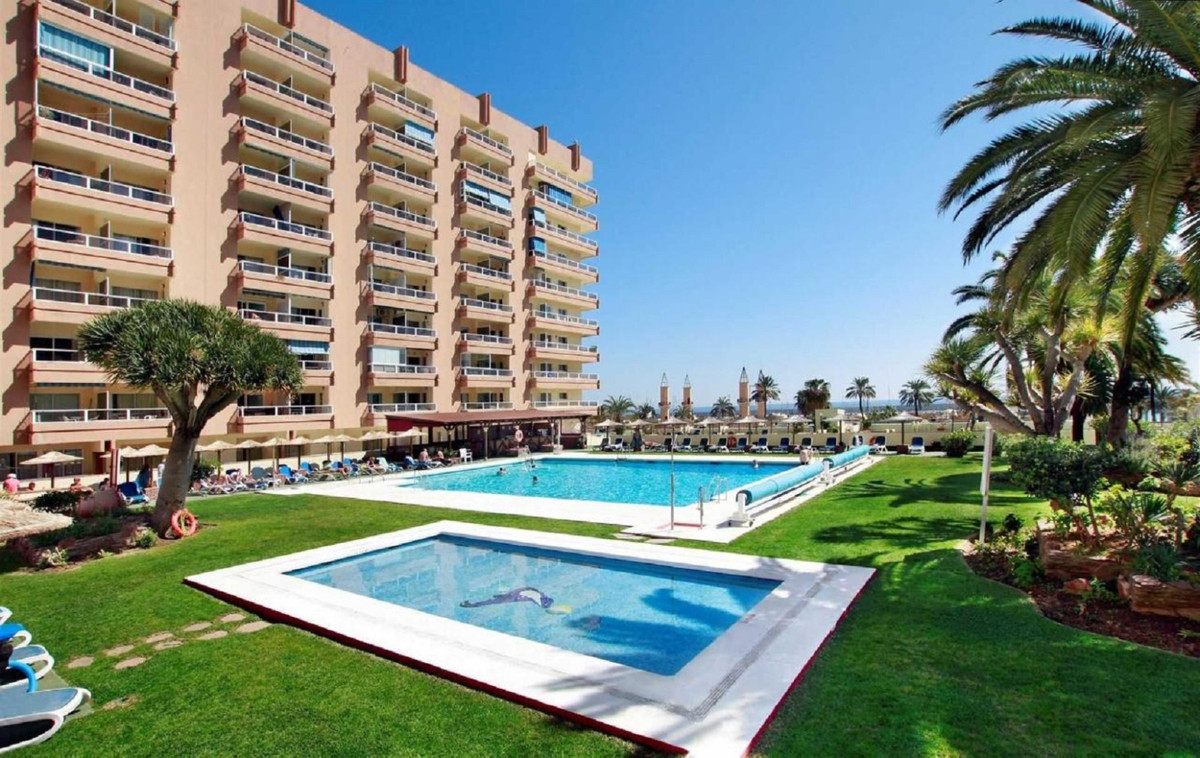 SPECTACULAR DUPLEX PENTHOUSE WITH PANORAMIC VIEWS LOCATED IN 1ST LINE BEACH OF FUENGIROLA. Huge sola,Spain