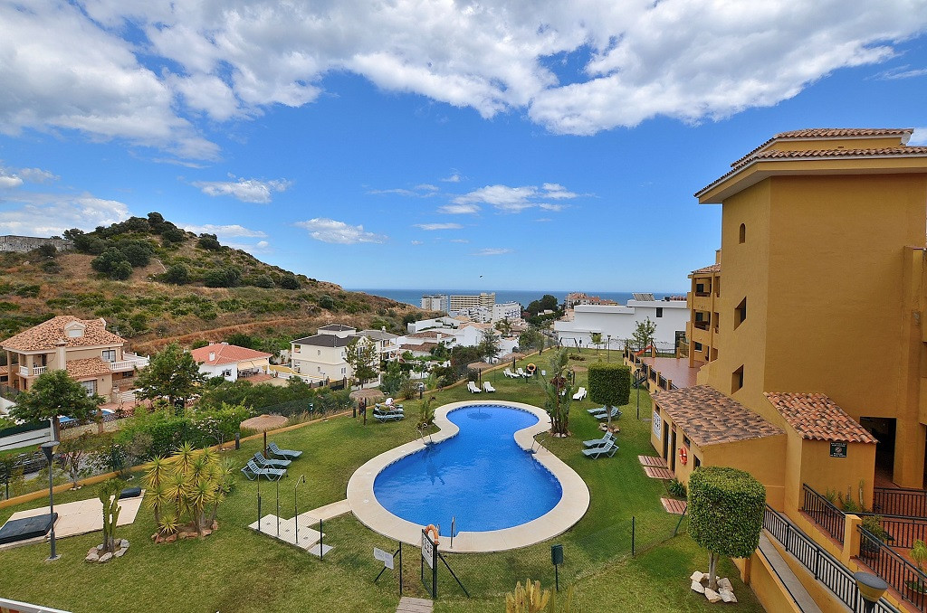DRASTIC REDUCTION FROM 249.000 € to 199.000 €! DUPLEX PENTHOUSE WITH NICE SEA VIEWS located in Torre,Spain