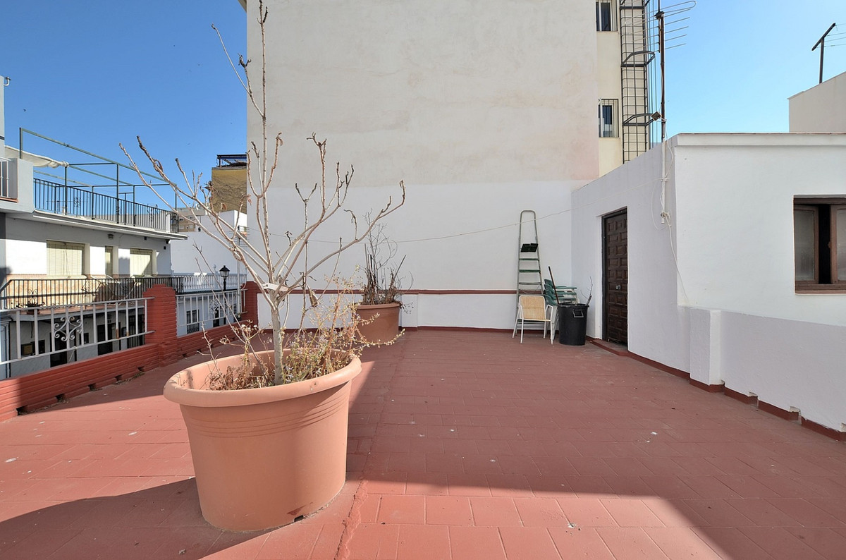 IDEAL FOR INVESTORS! Plot for sale with option to build a new building (ground floor + 2 floors and , Spain