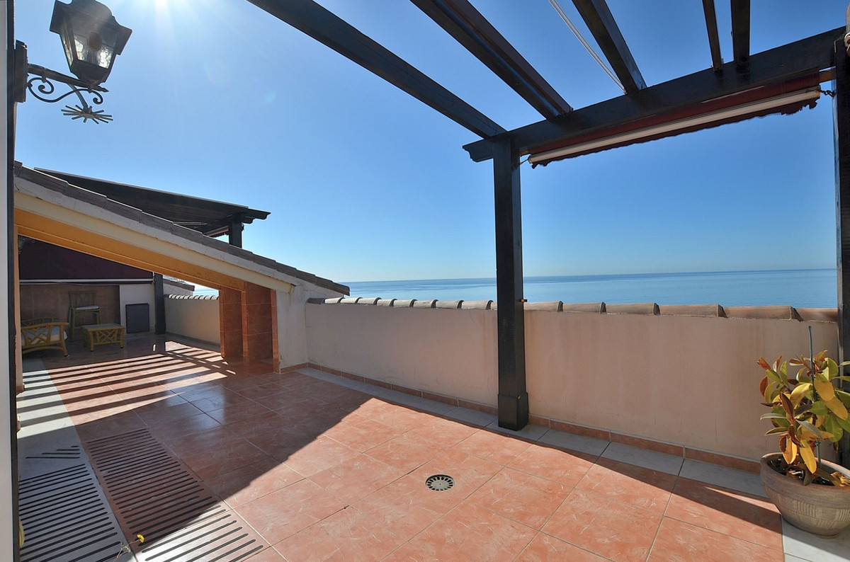 FRONT LINE BEACH PENTHOUSE WITH SPECTACULAR SEA VIEWS located in Benalmadena Costa. ONE LEVEL proper, Spain