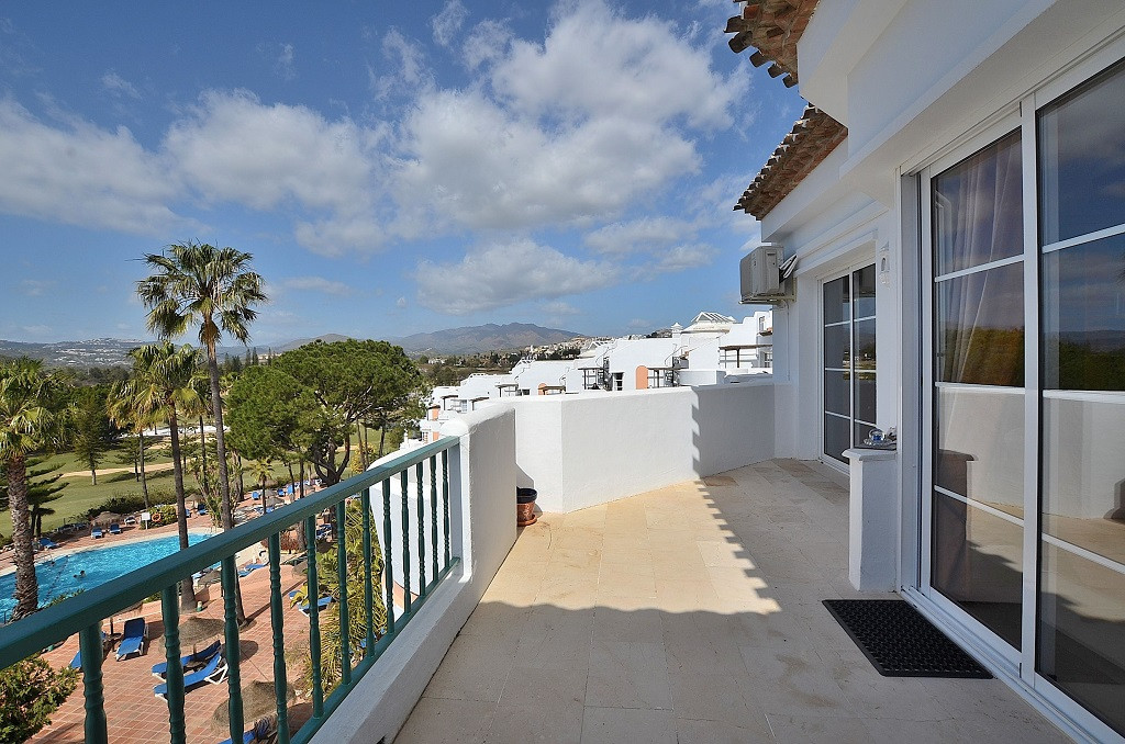 JUST REDUCED FROM 175.000 € to 159.000 €!  NICE 1ST LINE GOLF PENTHOUSE located in Mijas Golf, in a ,Spain