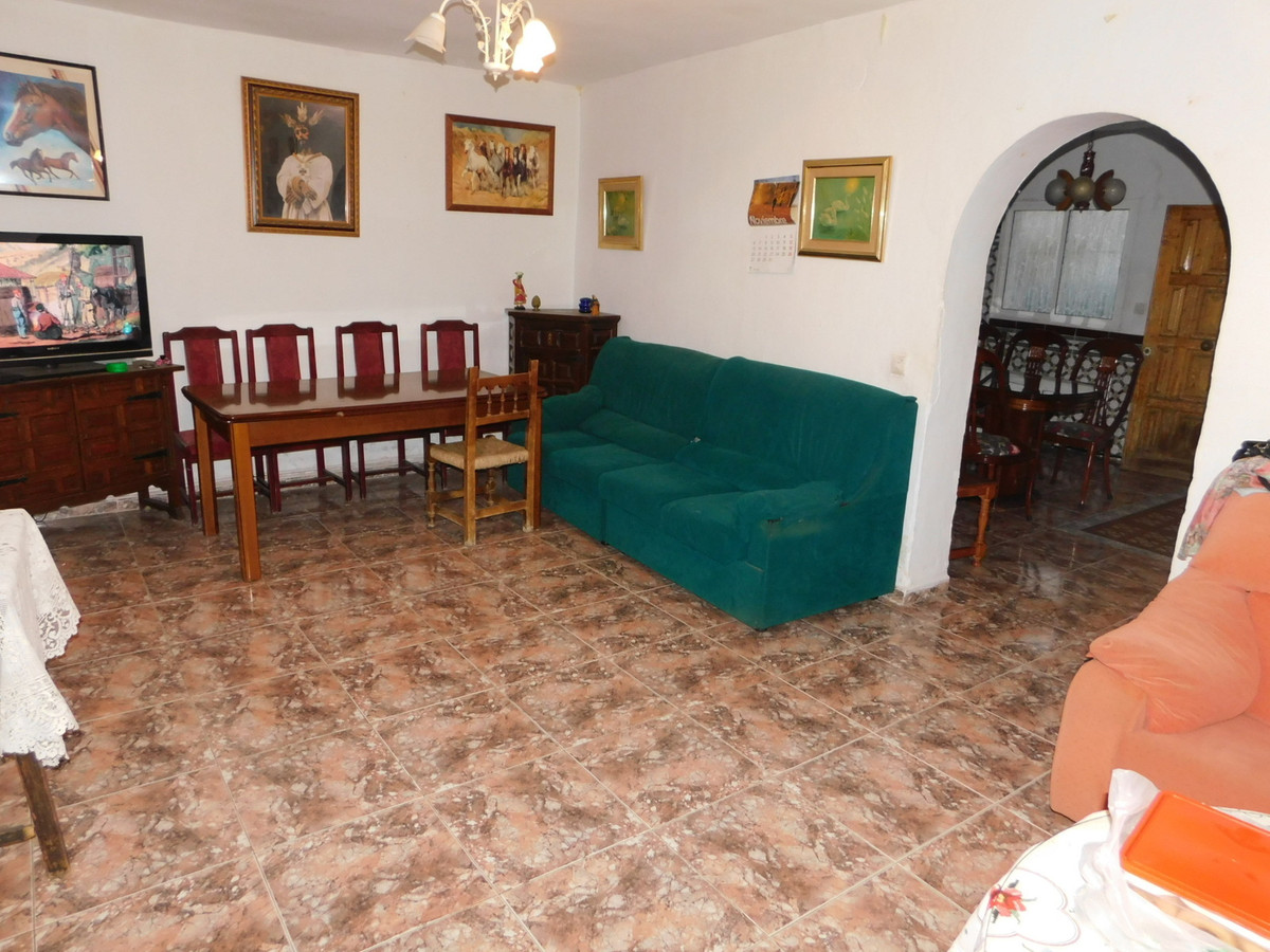 Unifamiliar con 5 Dormitorios en Venta Alhaurín de la Torre