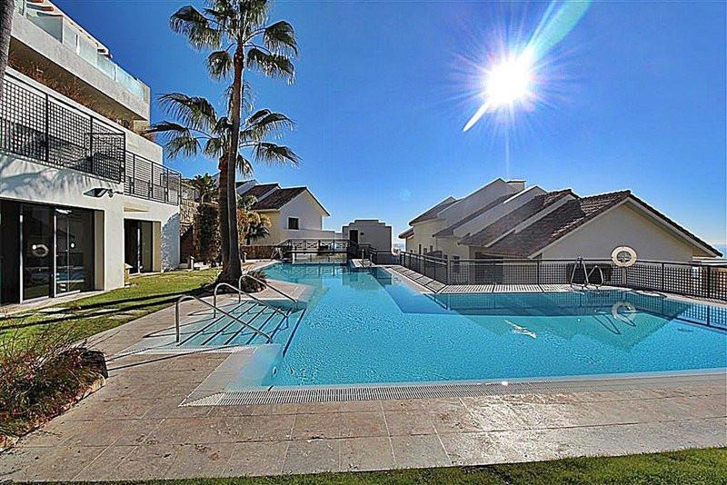 Marbella Banus Apartamento Planta Media en venta en Marbella – R3236776