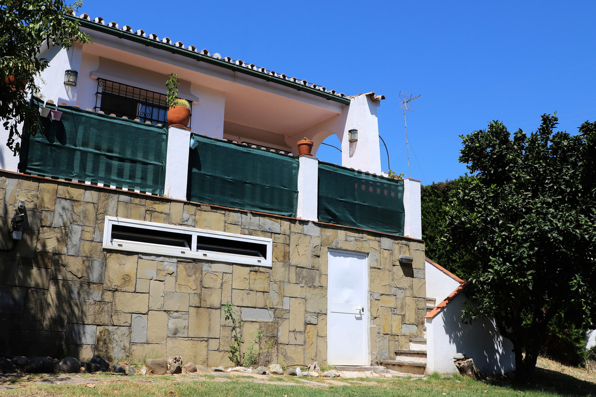 INVESTMENT OPPORTUNITY!!  Refurbishment Project For Sale in the heart of Nueva Andalucia.  It is a 4,Spain