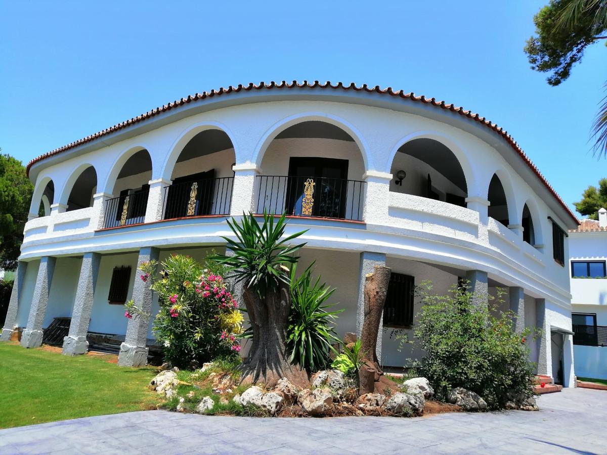 R3503710: Villa for sale in Altos de los Monteros
