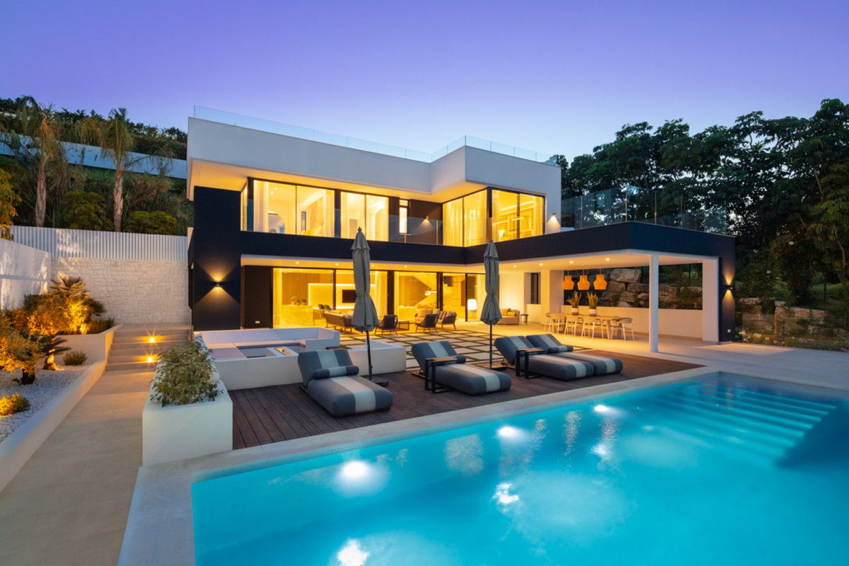 Brand new villa for sale in Nueva Andalucia. Luxurious LA style home located in the heart of the Gol,Spain