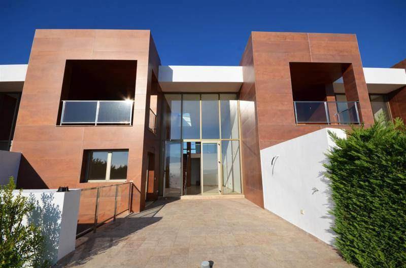Marbella Banus Adosado en Venta en Benahavís – R2371916