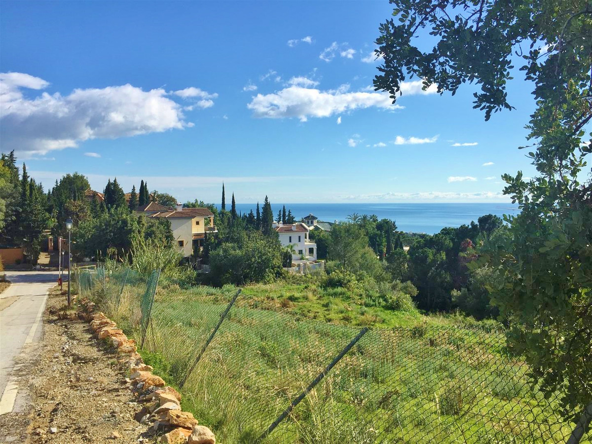 Large plot of land situated in the very exclusive residential area of Cascada de Camojan, within 5 m, Spain