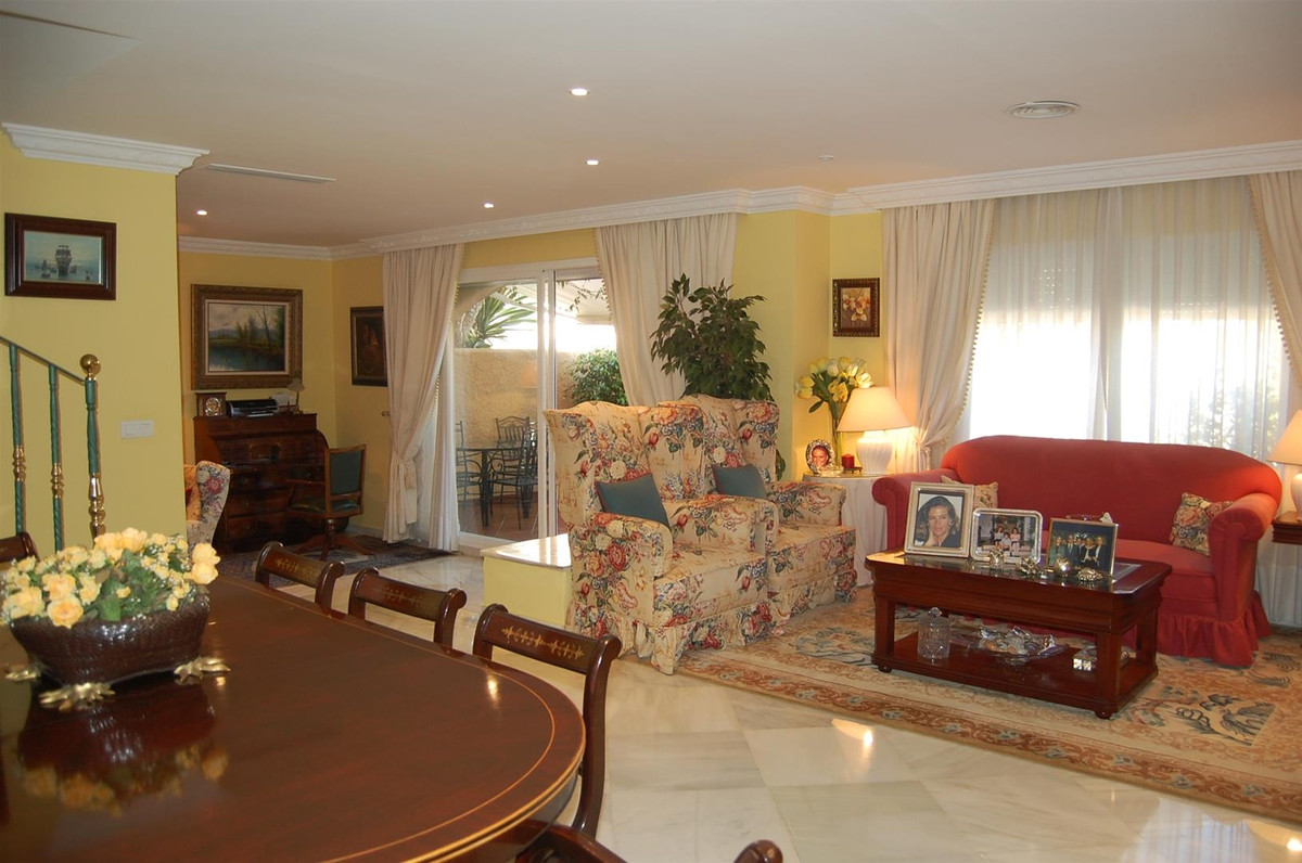 Townhouse for sale in Marbella R2110427
