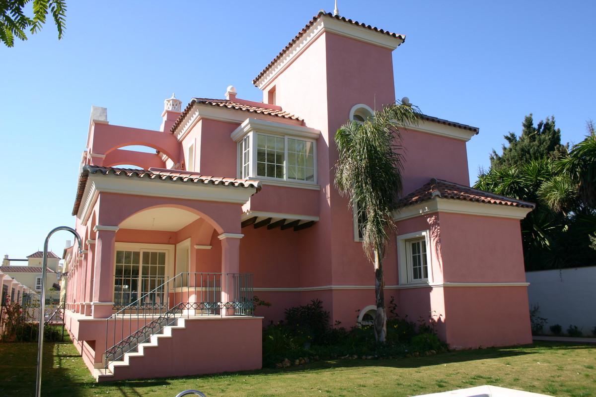 Marbella Banus Adosada en Venta en Marbella – R2959025