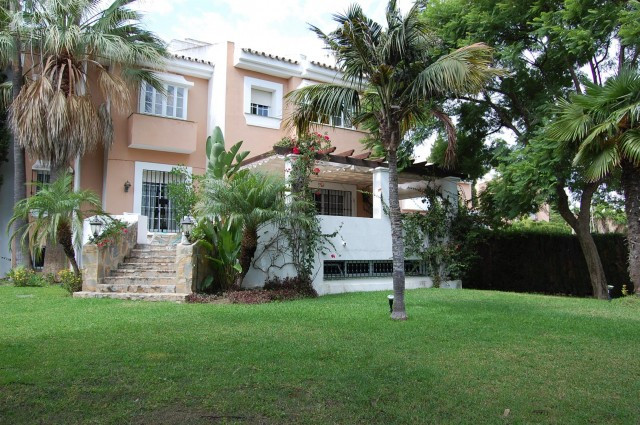 Townhouse for Long Term Rent in Nueva Andalucia