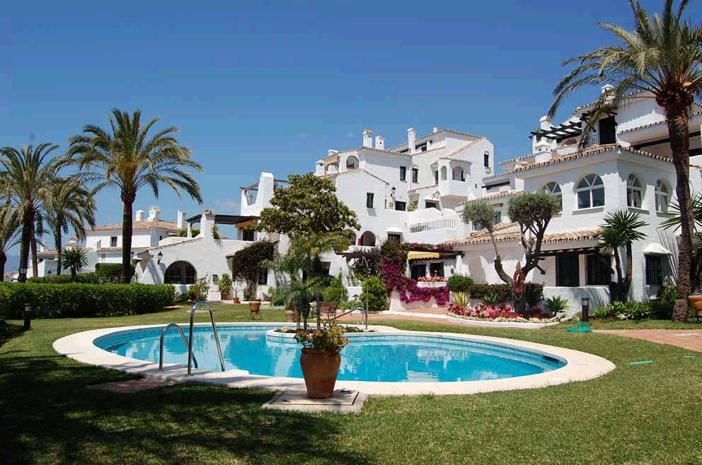 This superb west facing apartment is situated in an enclosed urbanization offering well maintained c, Spain