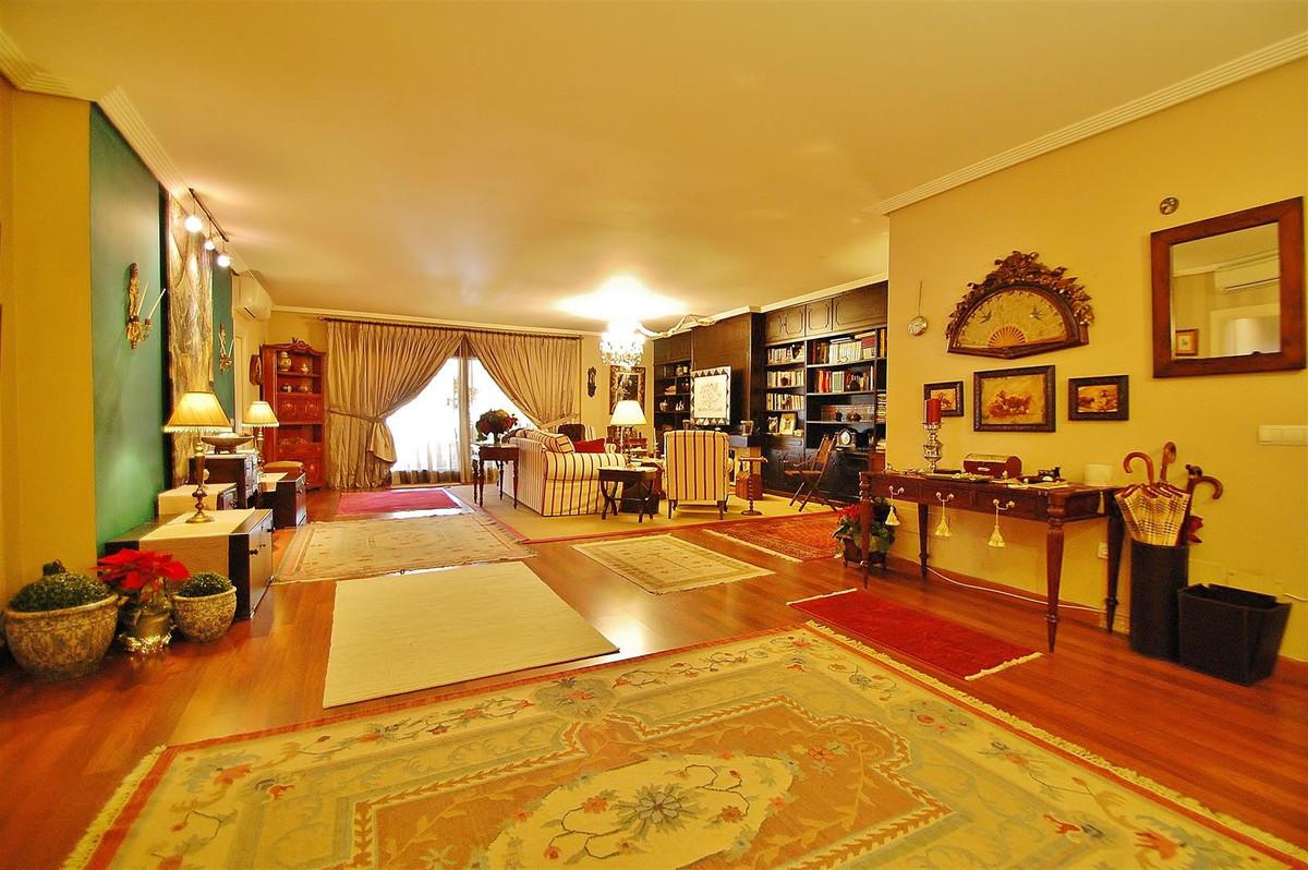Marbella Banus Apartamento Planta Media en Venta en Marbella – R2554115