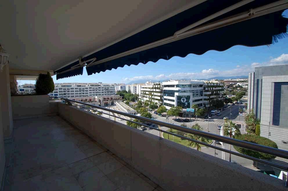 Marbella Banus Apartamento Planta Media en Venta en Puerto Banús – R2110646