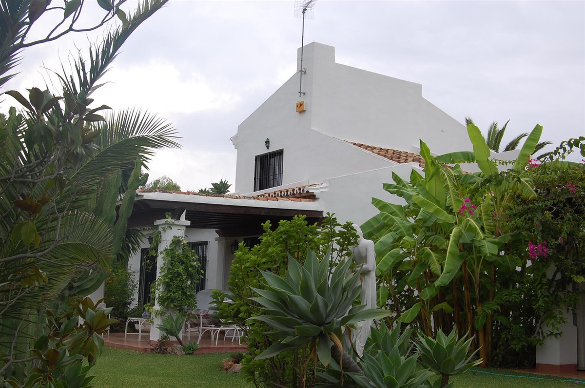 This south facing villa is situated in a quiet residential area only 100 metres from the beach. It f,Spain