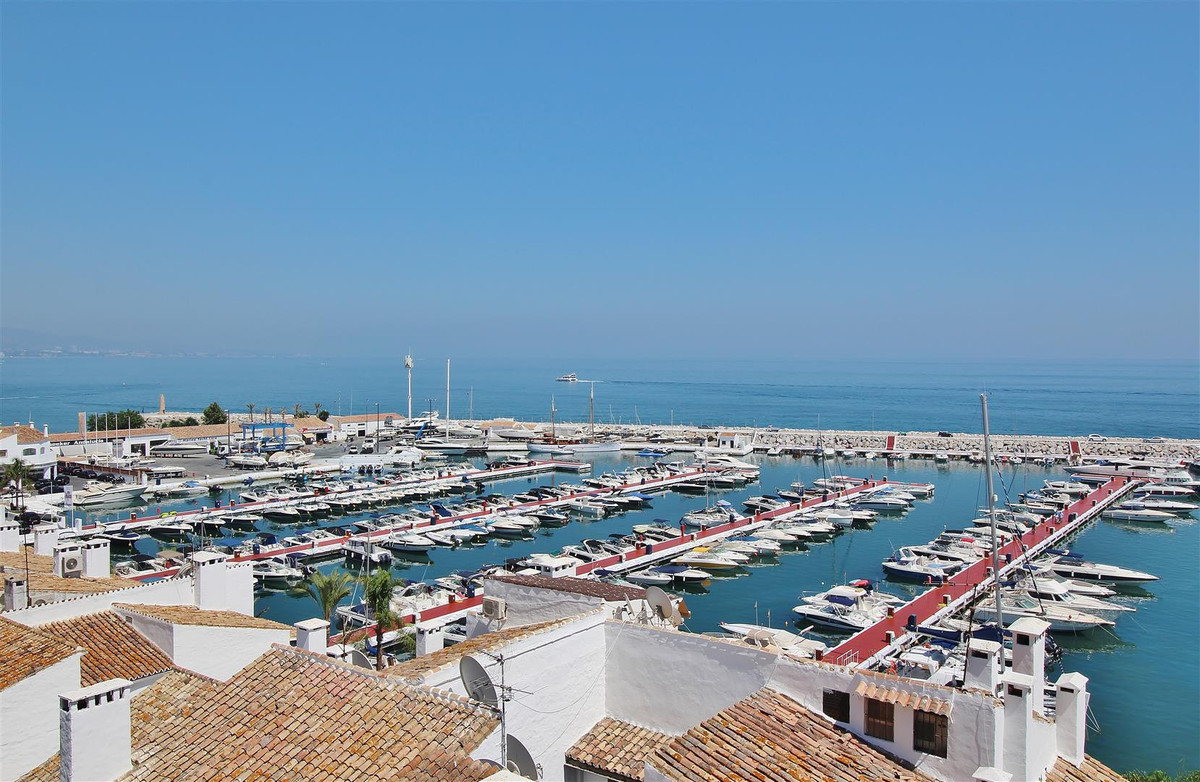 Beautiful Puerto Banus Penthouse for Rent. Ample two bedrooms penthouse for rent, right in the middl Spain