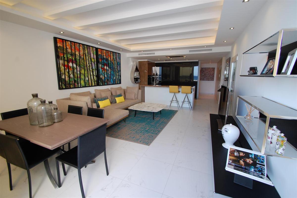 Apartamento Planta Media en Venta en Puerto Banús – R2768174