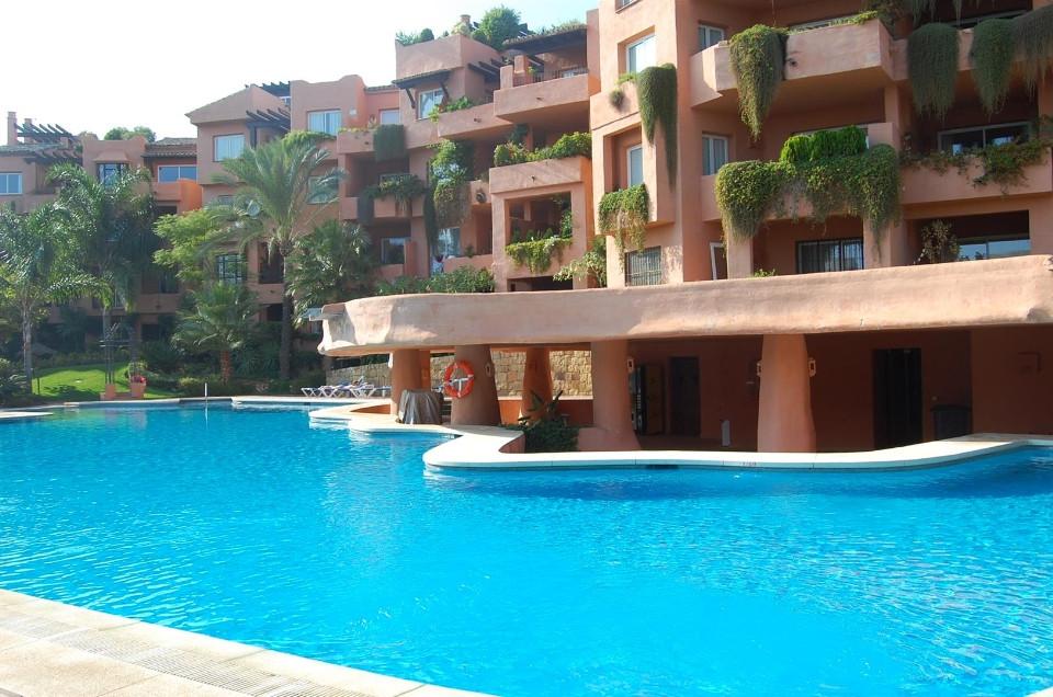 Apartamento Planta Baja en Venta en Marbella – R2107820