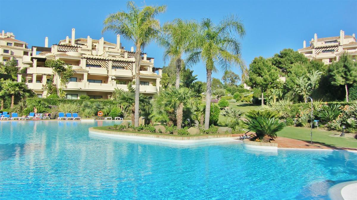 R2110292   Penthouse in Benahavís – € 1,800,000 – 4 beds, 4.5 baths