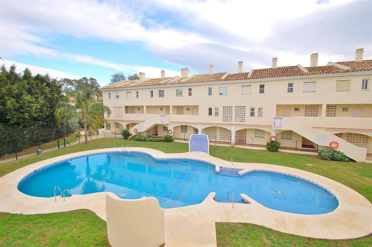 Spacious three bedroom duplex apartment in Calahonda. This beautiful apartment is located in a gated,Spain