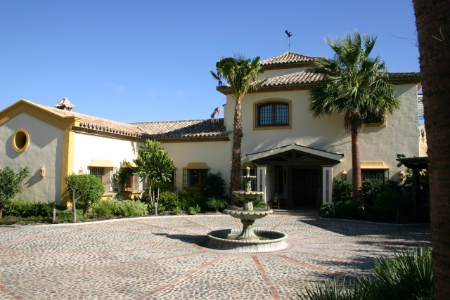 This exceptional south facing villa is situated in a residential area close to the finest golf cours, Spain