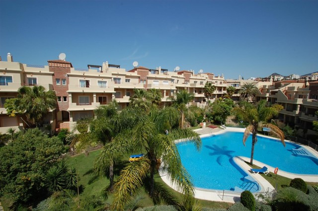This beautiful south facing penthouse is located in a luxurious residential complex very close to Lo,Spain