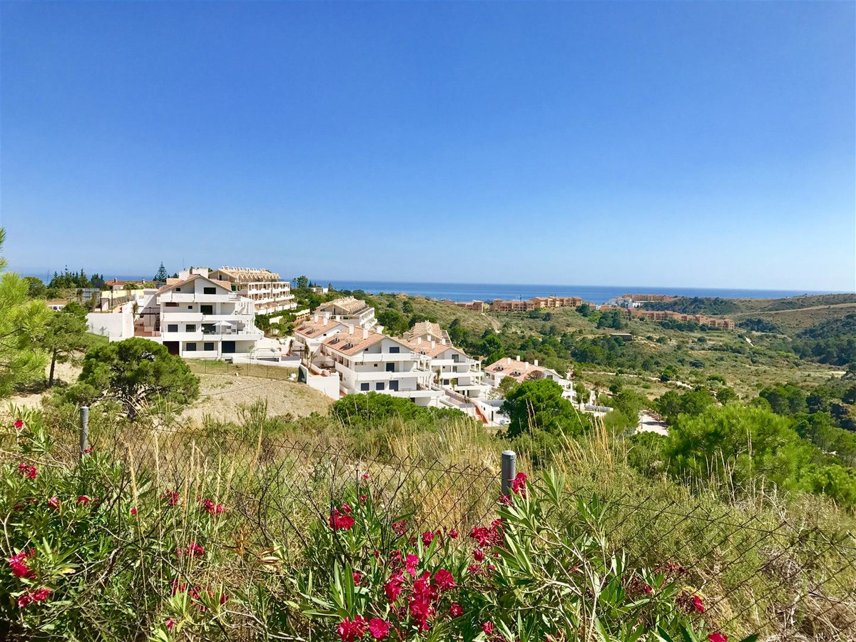 Luxury apartment on Estepona New Golden Mile for sale. Beautifully decorated, this apartment is loca, Spain