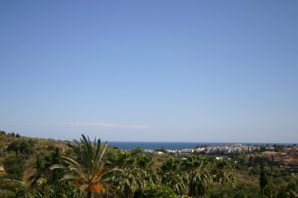 Villa – Chalet en Venta en El Paraiso – R2107373
