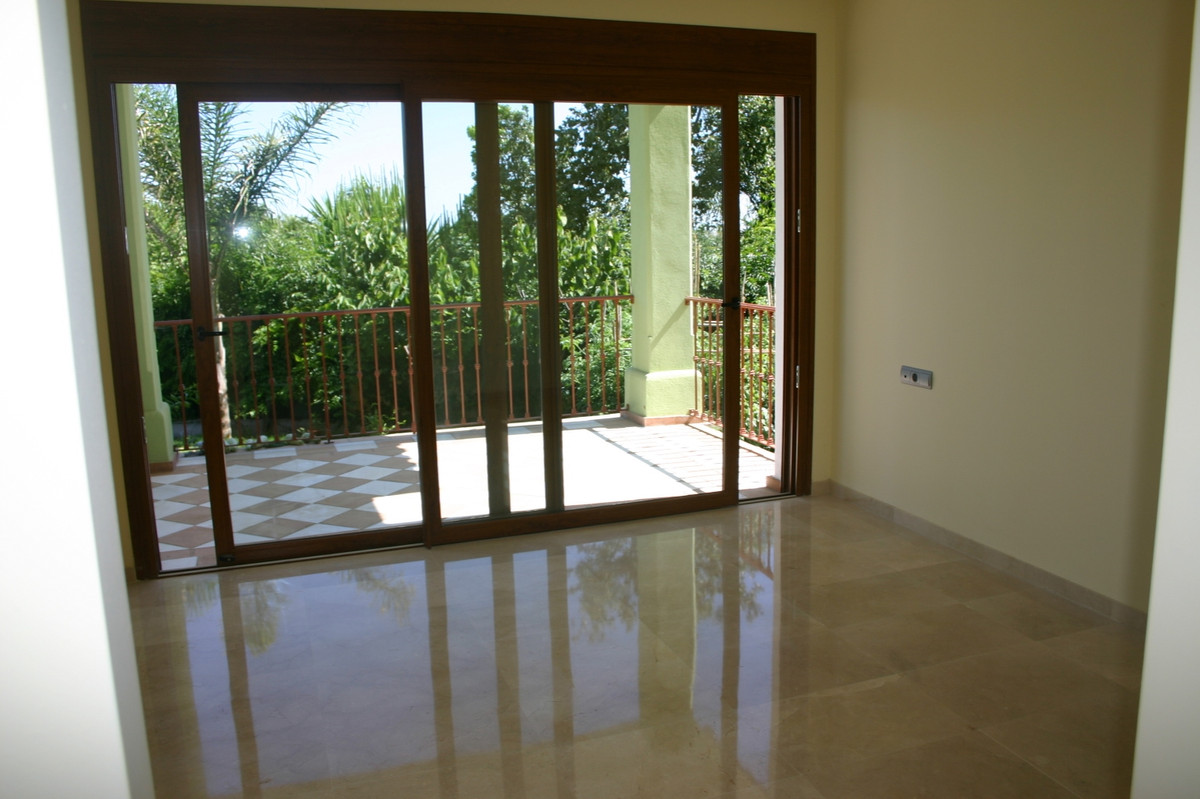 House in El Paraiso R2107373 4
