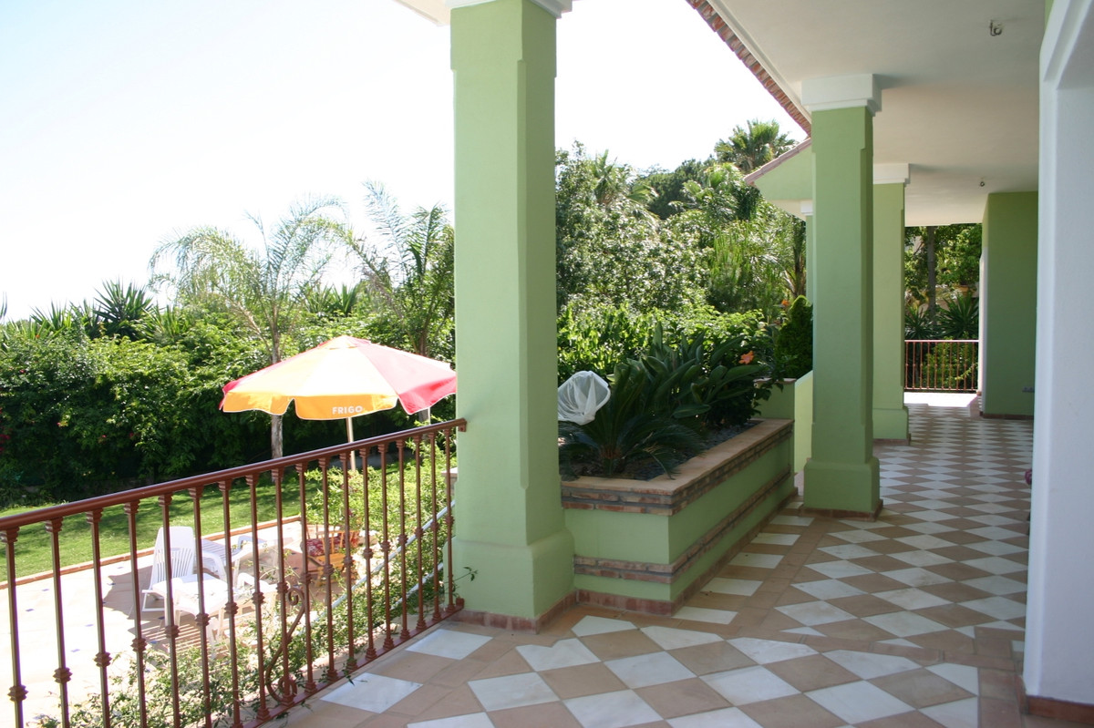 House in El Paraiso R2107373 6