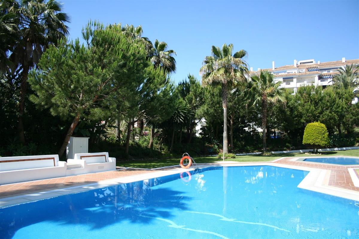 Marbella Banus Apartamento Planta Media en Venta en Puerto Banús – R3036893