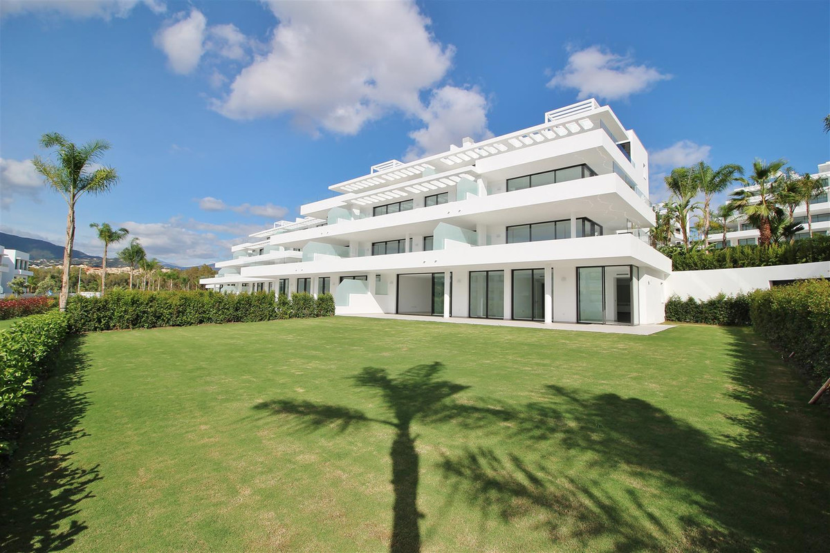 Brand new Contemporary Groundfloor Apartment for sale in Estepona. This beautiful 3 bedrooms apartme, Spain