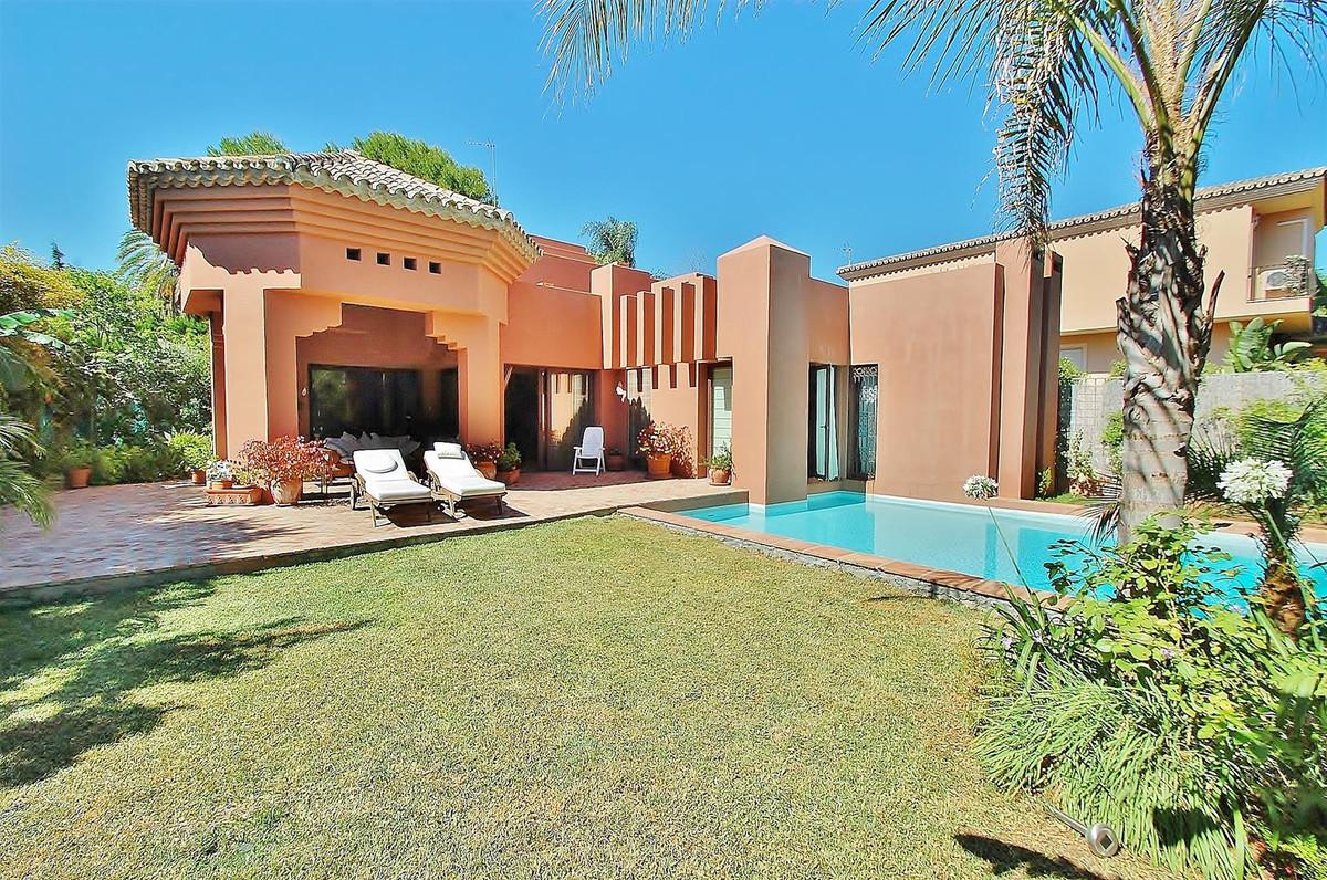 Marbella Banus Villa – Chalet en Venta en Nueva Andalucía – R2112236