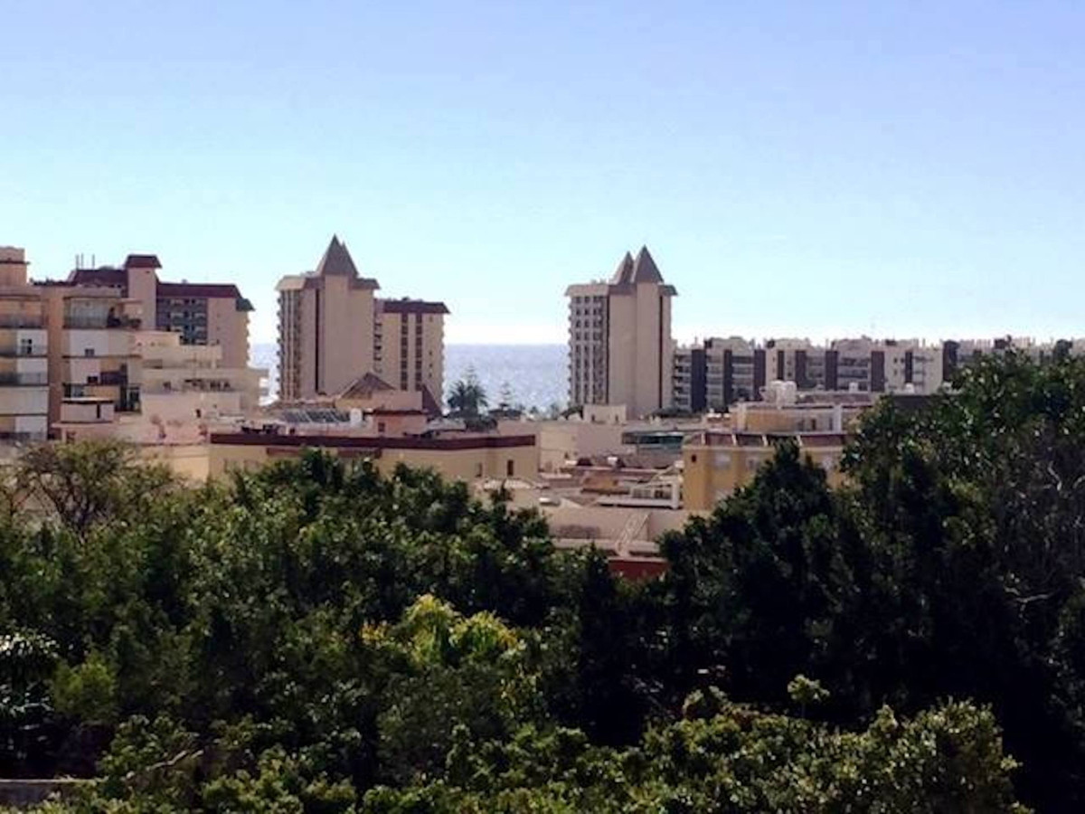Top floor apartment in the center of Fuengirola, close to everything, 2bedrooms and 1bathroom, no pa, Spain