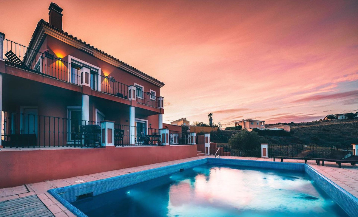 Very nice Villa situated in mountain area, 3km from Mijas Golf center, urbanization Loma del Flamenc,Spain