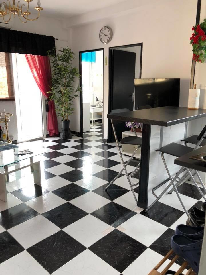 Nice apartment well situated in Fuengirola and close to all amenities. No lift. This 3 bedroom apart,Spain