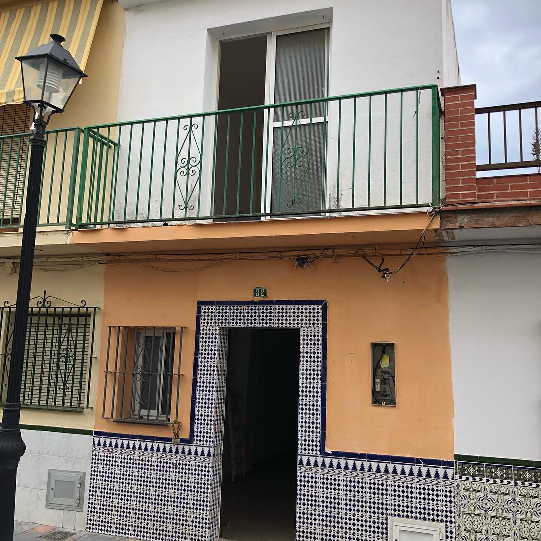 Brilliant investment opportunity in the city of Fuengirola, behind bull ring. Can be shifted to a hostel or pension. It has two floors and third can be buildt without any license issues. It has 200m2. In two floors.
